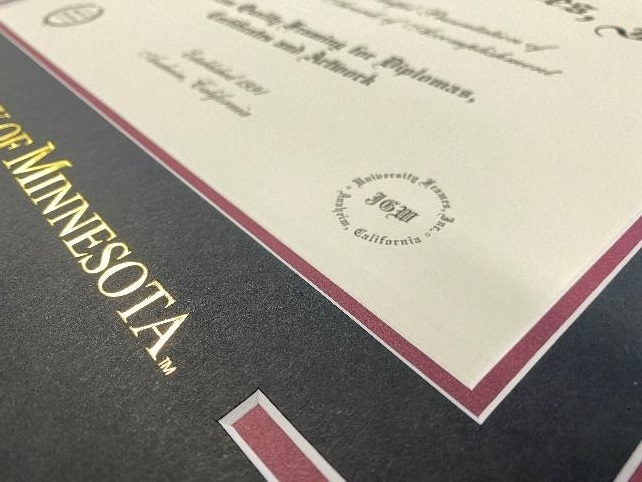 maroon accent mat with a gold imprint